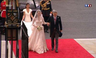 Les photos non officielles du mariage princier : L'arrivée de Kate & son père