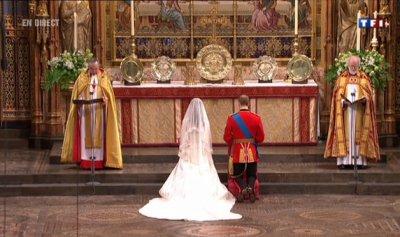 Kate & William à genoux pour la prière