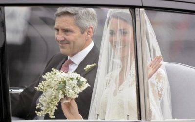 L'arrivée de Kate et de son père en voiture