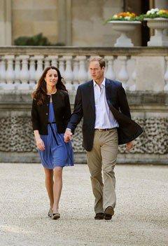 Les jeunes mariés main dans la main au lendemain du mariage royal