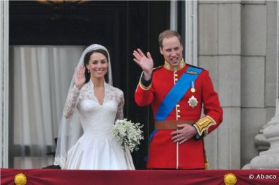 Kate & William saluent la foule