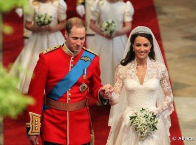 Les mariés quittent l'Abbaye