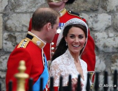 Kate fait un grand sourire à William