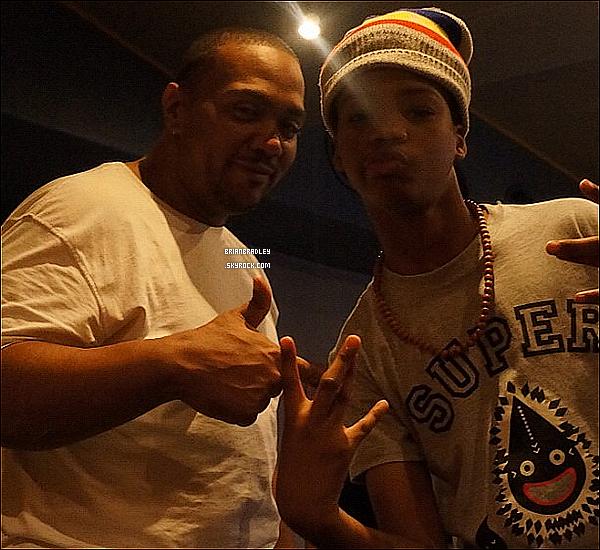 Brian a posté une photo sur Twitter avec Timbaland dans un studio d'enregistrement !