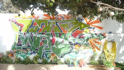 Graffiti à la résidence de l'ambassade SUISSE 25 avril 2011 à Dakar / 2mgrafff is back