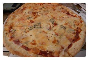 pizza aux 5 fromages et anchois mon p 39 tit resto. Black Bedroom Furniture Sets. Home Design Ideas