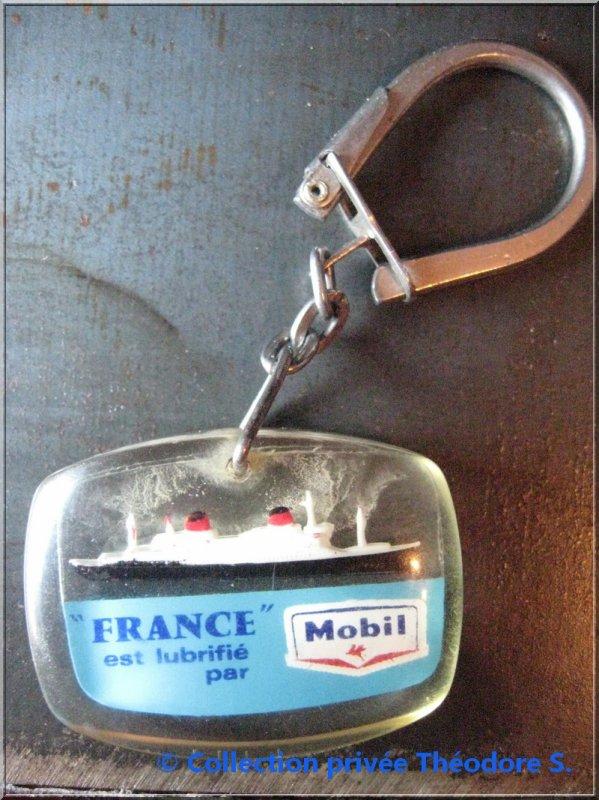 """porte clé du FRANCE """" Lubrifié par Mobil """""""