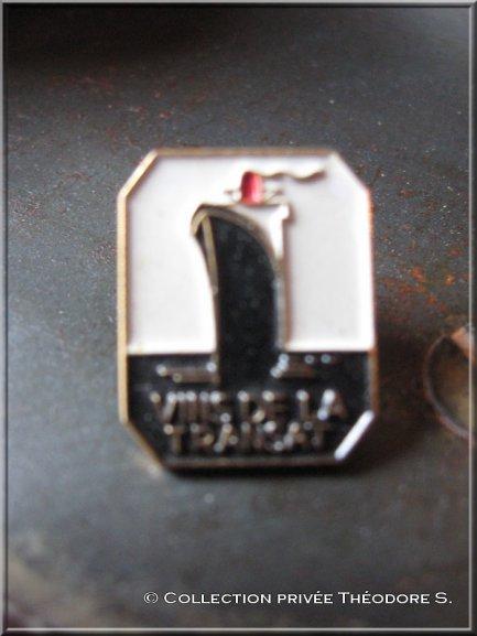"""pin's paquebot FRANCE  - """" vin de la transat """""""