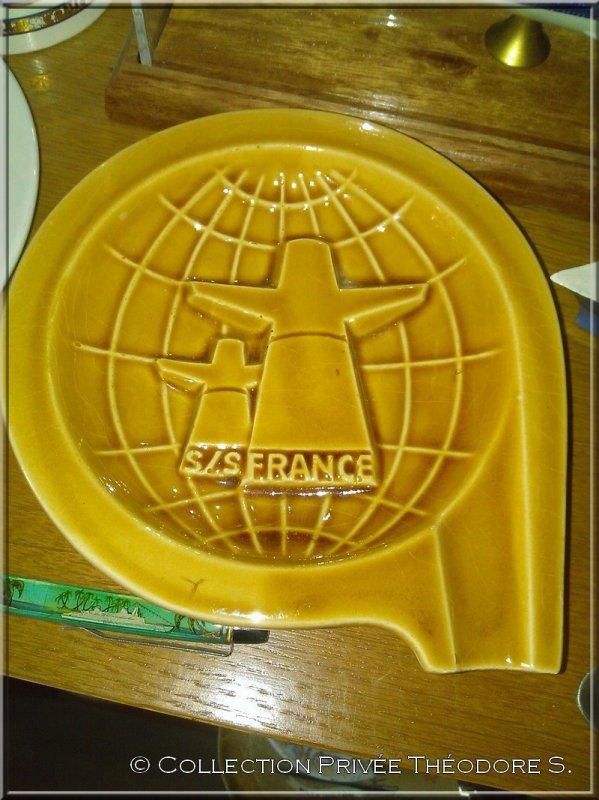 Cendrier Tour du Monde - 1974 - paquebot FRANCE