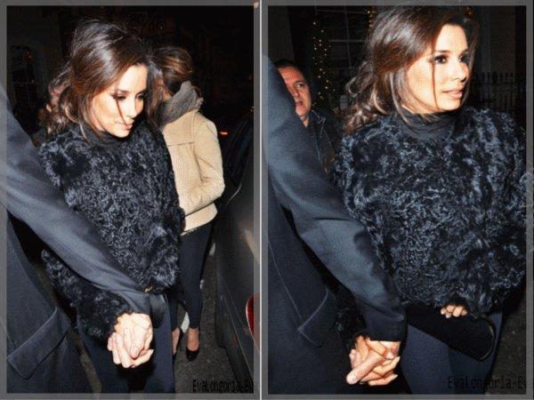 Eva & Eduardoquittant leur hôtel Park Lane à Londres, le 09/12/11
