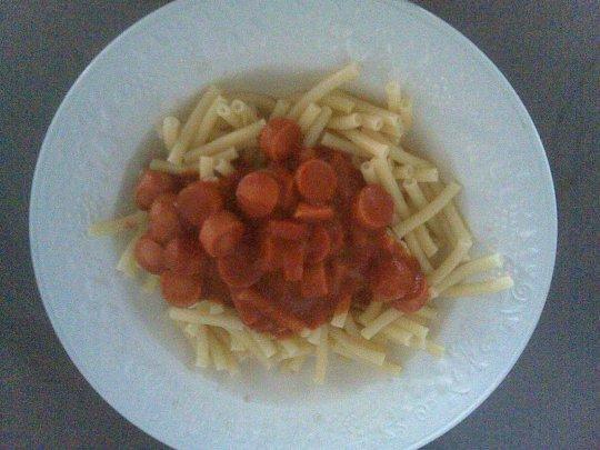 Pâte aux saucisses de strasbourg sauce tomate