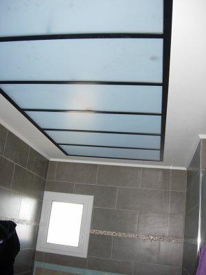 Une verri re dans une salle de bain blog de mgmenuiserie for Rendre une vitre opaque