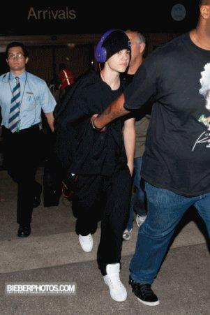 19 / 05 / 2011   Justin débarque a l'aeroport de Los Angeles ( LAX )