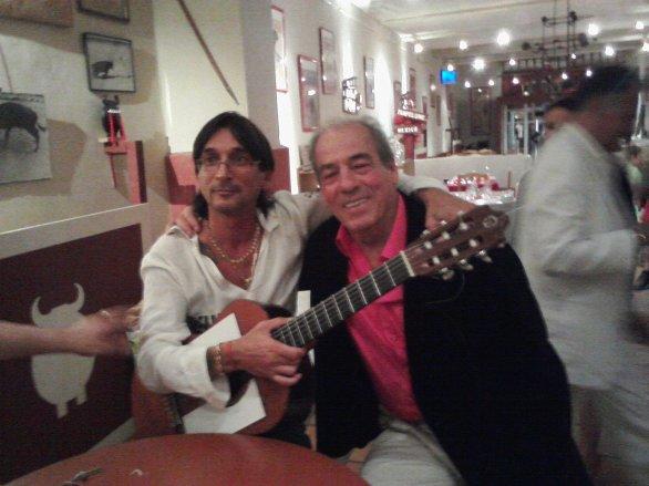 Juan du groupe Compas avec l'acteur de plus belle la vie