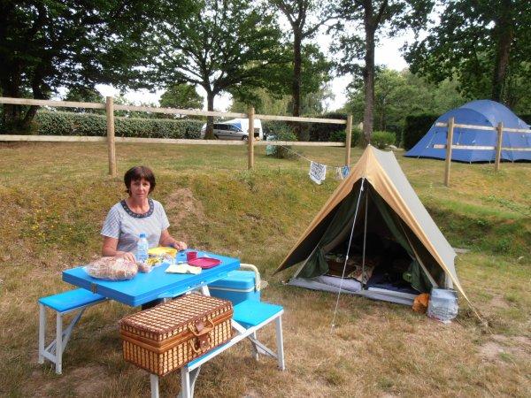 Vive le camping ! pas besoin de grand chose pour être heureux !