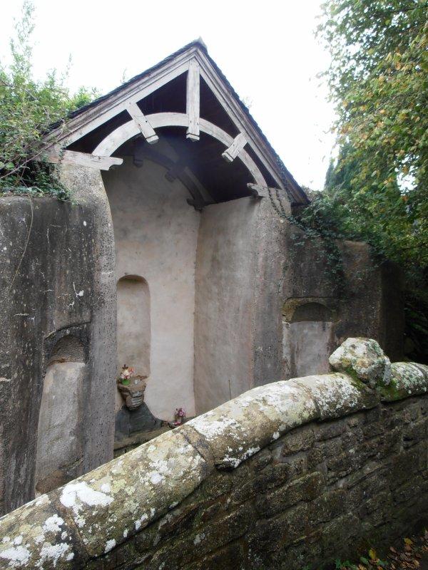 Ciste à : Fontaine des cinq plaies - Servel - Lannion