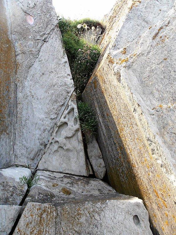 Angles et rondeurs à travers la pierre