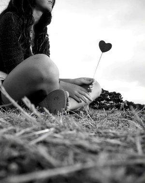 """""""Nous n'arrêtons jamais réellement d'aimer une personne. Nous apprenons juste à essayer de vivre sans elle..."""""""