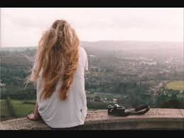 """""""Pourquoi, je fais tourner le soleil autour de ta tête  Comme des milliers d'étoiles et autant de planètes  Pourquoi je m'habitue pas  A la solitude qui tourne en rond  A tes yeux ou tout semble n'être qu'une illusion."""""""