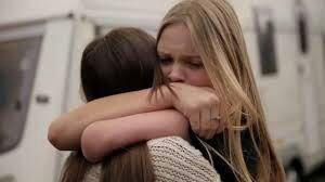 """""""- Personne ne me supporte...  - Je ne suis pas personne moi, je t'aime !"""""""