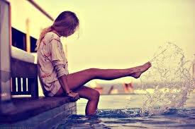 """""""Elle rêvait de devenir invisible : tout voir, tout entendre, tout apprendre, sans que rien de palpable ne signale sa présence, elle ne serait plus qu'une onde, un souffle, un parfum, rien qu'on ne pût toucher ou attraper..."""""""