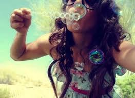 """""""Certains rêves sont comme des bulles de savon lancées au ciel... A peine touchées, elles éclatent...Mais quel bonheur de les avoir vécu !"""""""
