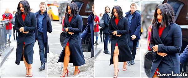 21/03/17 - Demi Lovato a été photographiée quittant puis arrivant à son hôtel à New York.