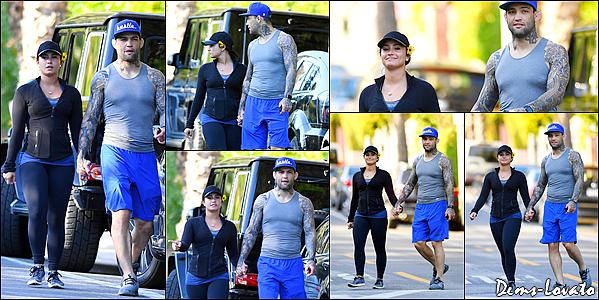 08/04/17 - Demi Lovato a été vue en compagnie de son petit ami dans les rues de Los Angeles.