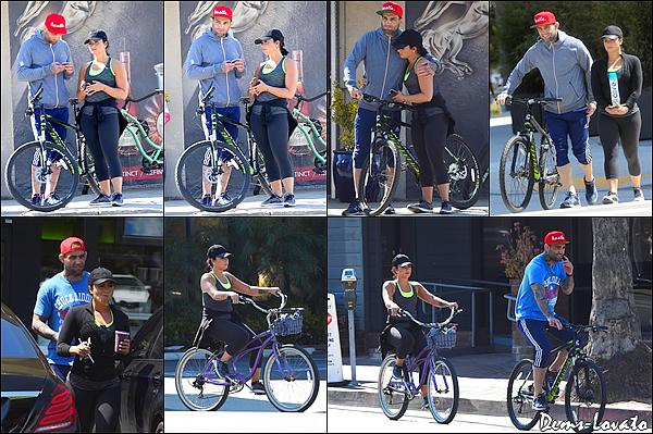 09/04/17 - Demi & son chéri Guilherme alors qu'ils faisaient du vélo dans les rues de Los Angeles.