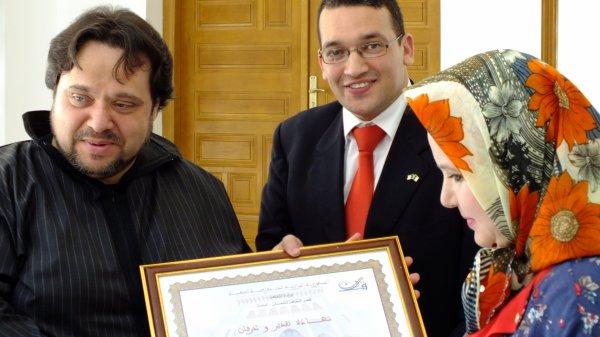 تكريم الشاعر بغداد سايح في تلمسان بعد حصوله على جائزة رئيس الجمهورية للمبدعين الشباب بالعاصمة