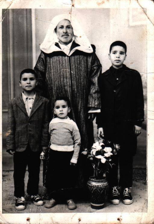 الشاعر بغداد سايح يعود من وجدة المغربية بصورة جده و أبيه و عمّيه