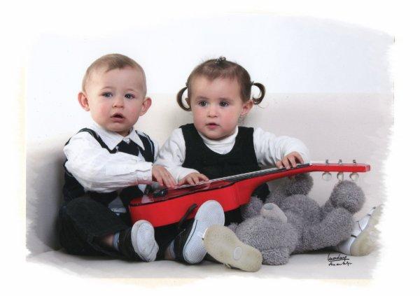 Yannis et Sa Cousine en Séance Photo