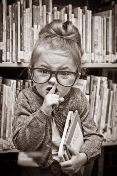 """Pourquoi dit-on """"motus"""" à la place de """"chut"""" ou de """"silence"""" ?"""
