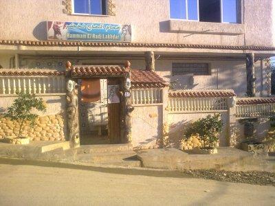 La facade de l 39 exterieur du hammam hammam el hadj lakhdar for Hammam exterieur