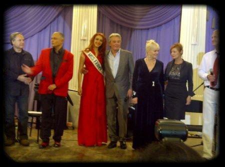 Delphine et Sylvie en Ukraine avec Alain Delon