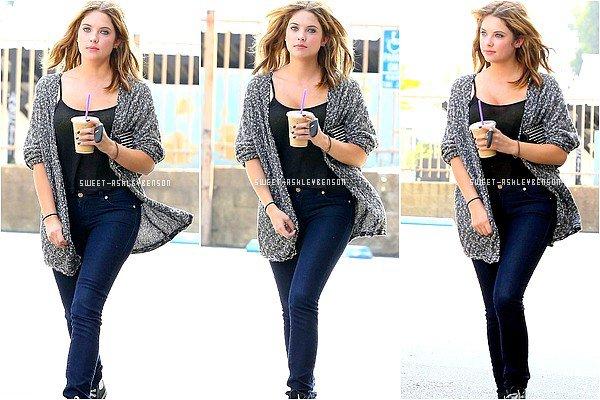 ♦ 13 août 2013: Ashley a été aperçue à une station essence de Los Angeles après s'être achetée une boisson chez Starbucks Coffee. Dans la soirée, la belle est allée dîner avec Ryan dans le restaurant mexicain Poquito Mas qui se trouve à West Hollywood.