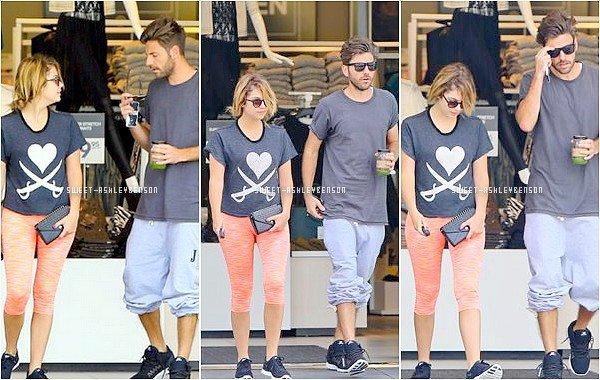 ♦19 août 2013:Notre jolie Ashleya été photographiéehier, aux côtés de Ryan à la sortie du nouveau magasinH&Mdu centre commercialSunset Plazaà West Hollywood après une séance de gym dans la salle de sportEquinox.