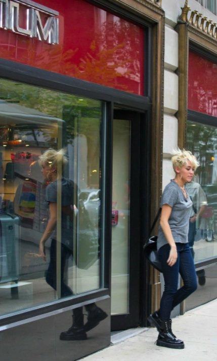 Miley Cyrus faisait du shopping à Philadelphie