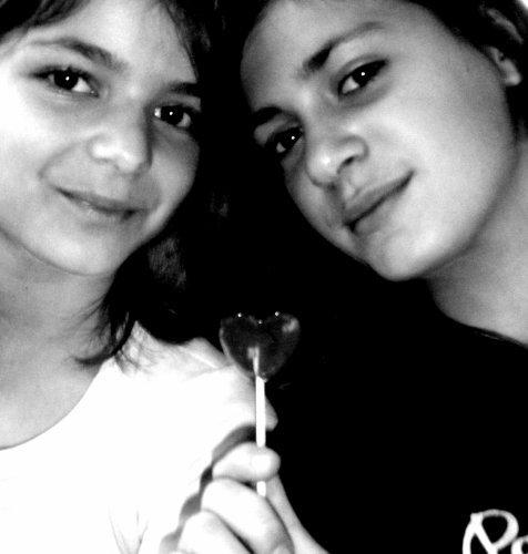 Jully  &. Lilly (lL)