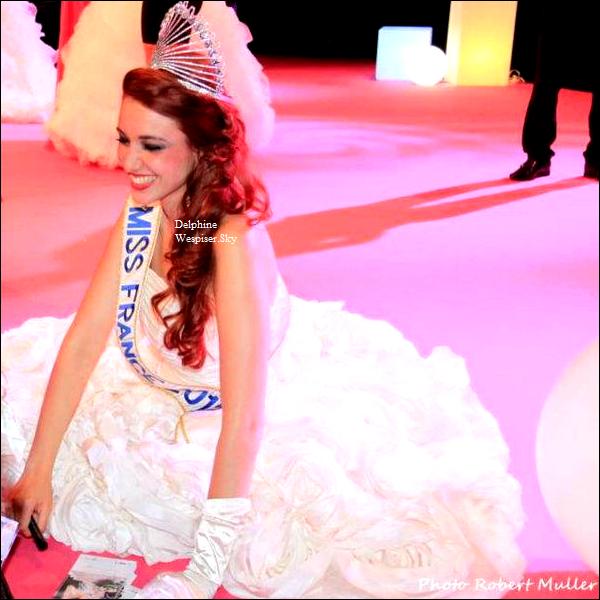 20/06/12 : Delphine est en séance dédicace pour Corine De Farme