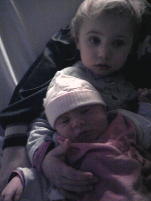 mes deux petite fille lea et kèllay et ma fille melodie