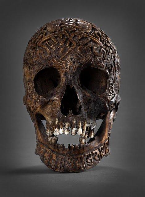 """Dans Le Cabinet des Curiosités de Lenore: """"Le Crâne Tibétain Maudit"""""""