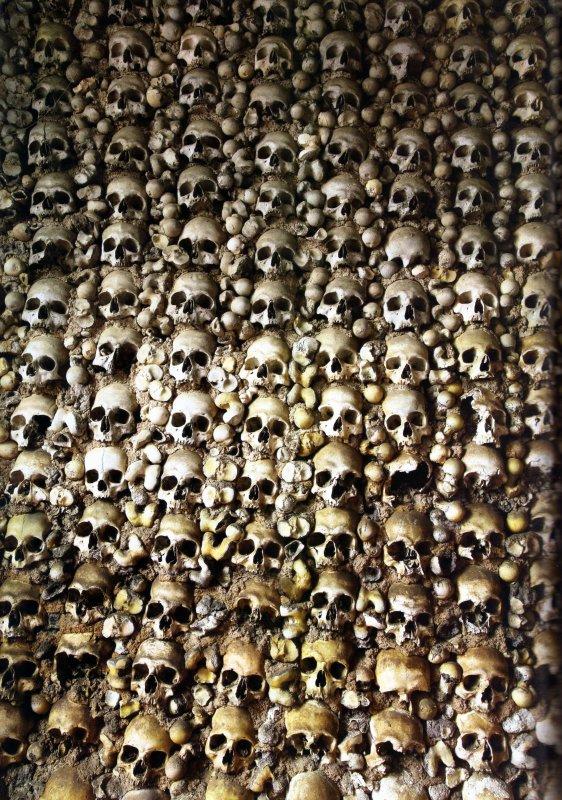 """Dans les Catacombes de Lenore:""""La Chapelle Des Ossements De Notre Dame De Grâce"""""""