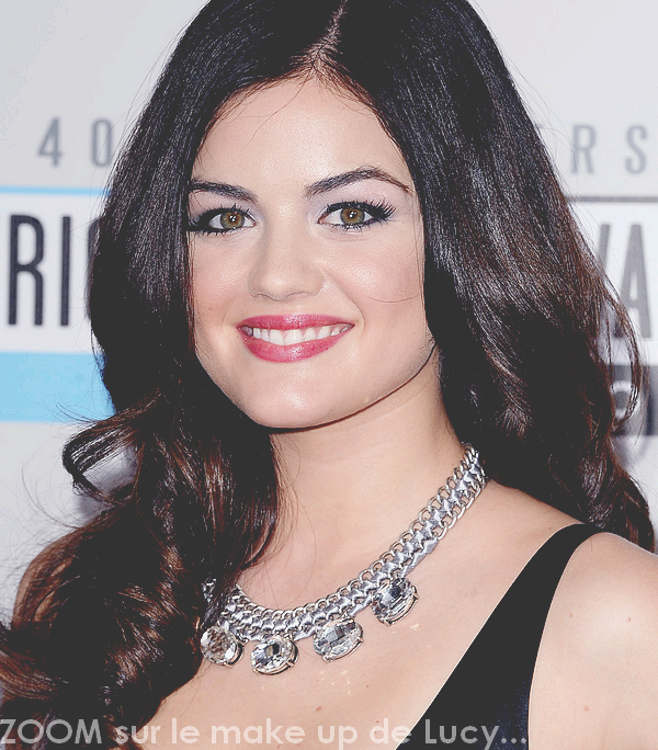 18/11/12 - Lucy Hale s'est rendue aux « American Music Awards » à Los Angeles.