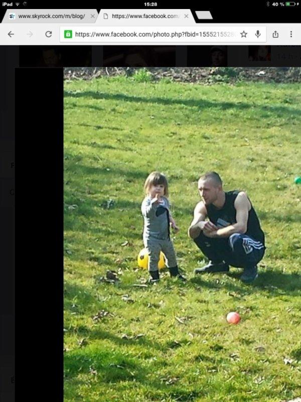 Émilie et son parrain qui joue au foot