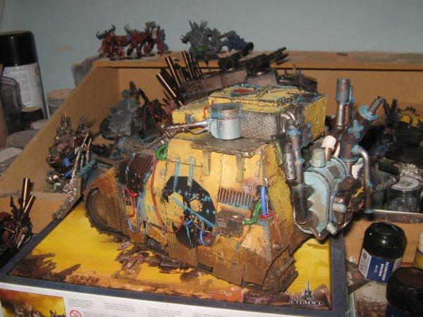 après au moins un sciècle perdu dans le warp ... me revoilà tout frais avec un gros machin ork :D