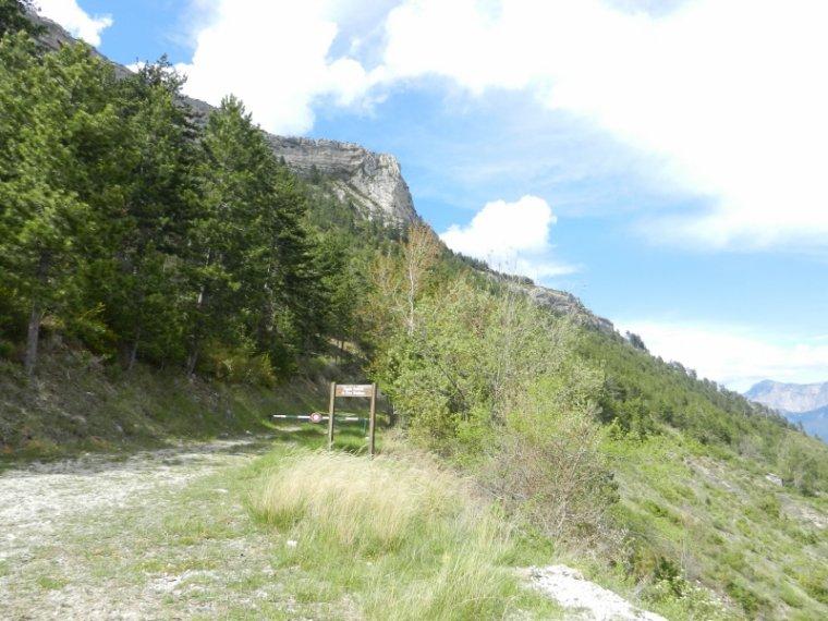 417     Campagne drômoise, autour du village d'Espenel....