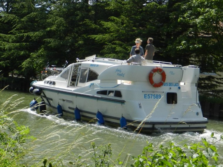 457 Le long du canal...