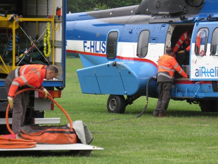 946  Hélicoptère ( 2 )