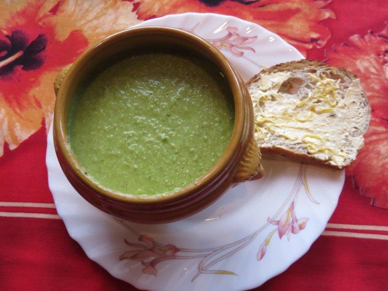 971   Soupe de petits pois aux amandes